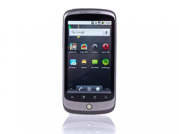 Das Nexus One sieht einem modernen Smartphone eher unähnlich. (Bild: Martin Wolf / Golem.de)