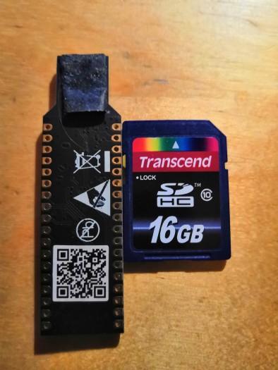 Der USB-Dongle mit SD-Karte (Bild: Christian Haschek)