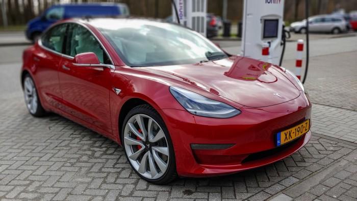 Das Tesla Model 3: Wer damit unterwegs ist, findet schnell Freunde. (Bild: Martin Wolf/Golem.de)