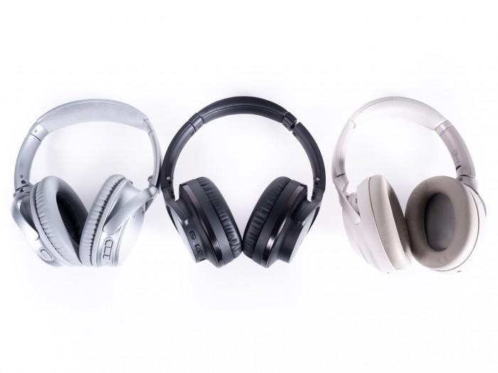 Von links nach rechts: Boses Quiet Comfort 35 II, ATH-ANC900BT und Sonys WH-1000XM3 (Bild: Thomas Hölzel/Golem.de)