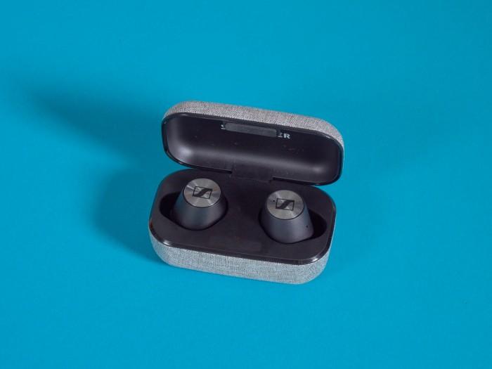 Momentum True Wireless von Sennheiser im Ladeetui (Bild: Martin Wolf/Golem.de)