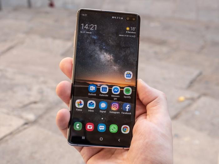 Das Galaxy S10+ hat ein 6,4 Zoll großes Display. (Bild: Martin Wolf/Golem.de)