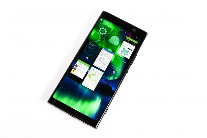 Sailfish OS läuft auf dem Smartphone flüssig und bietet eine Android-Kompatibilität. (Bild: Tobias Költzsch/Golem.de)