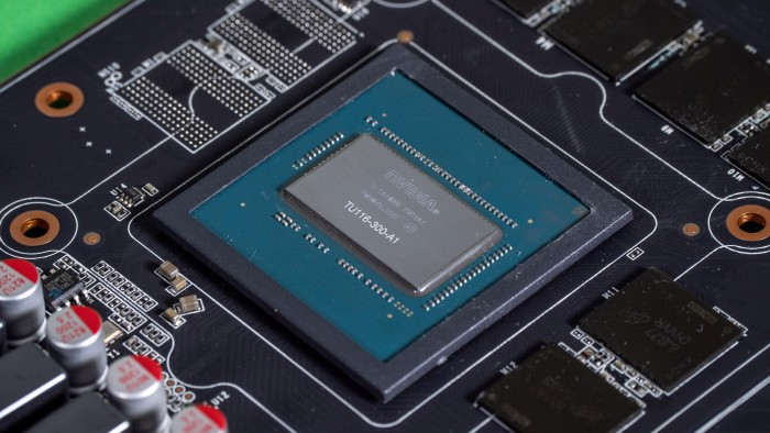 Auf der Geforce GTX 1660 sitzt ein beschnittener TU116-Chip. (Bild: Marc Sauter/Golem.de)