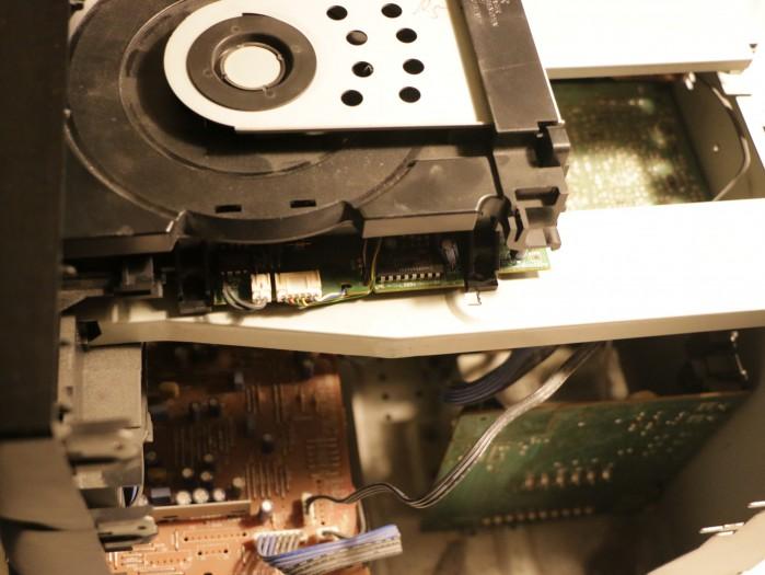 Das defekte CD-Laufwerk muss Platz machen für das Display. (Foto: Friedhelm Greis/Golem.de)