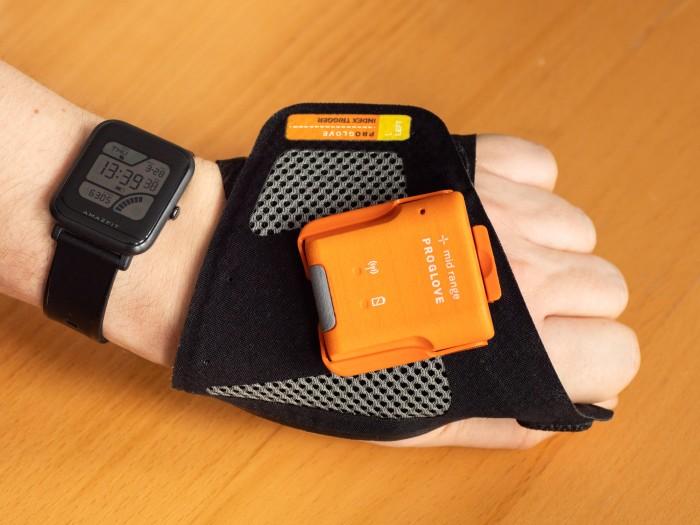 Der Mark II von Proglove mit dem halboffenen Handschuh (Bild: Thomas Hölzel/Golem.de)