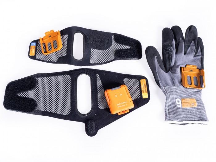 Für den Mark II stehen insgesamt drei Handschuhe zur Verfügung: ein halboffener und ein geschlossener mit Zeigefinger-Schalter sowie ein halboffener mit Handinnenflächenschalter. (Bild: Thomas Hölzel/Golem.de)