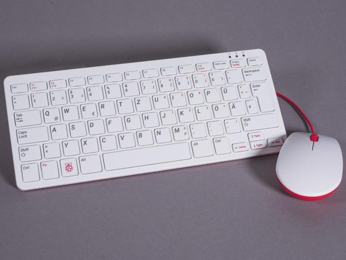 Für die Raspberry-Pi-Bastelrechner gibt es jetzt eine offizielle Tastatur und Maus. (Bild: Björn Jahn/Golem.de)
