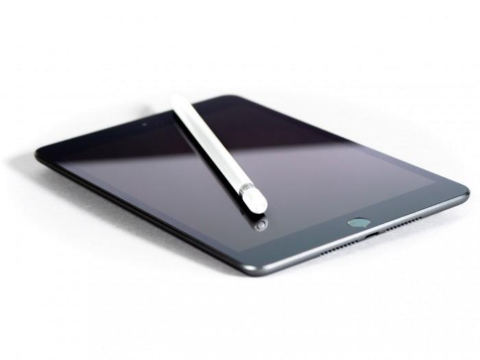 Das neue iPad Mini unterstützt auch den Apple Pencil - allerdings nur den der ersten Generation. (Bild: Heiko Raschke/Golem.de)
