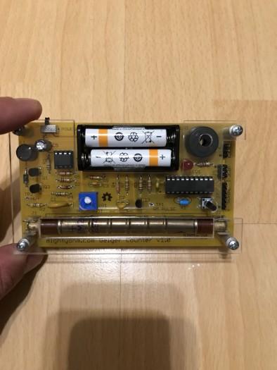 Der zusammengebaute Geigerzähler (Bild: Christopher Bichl)