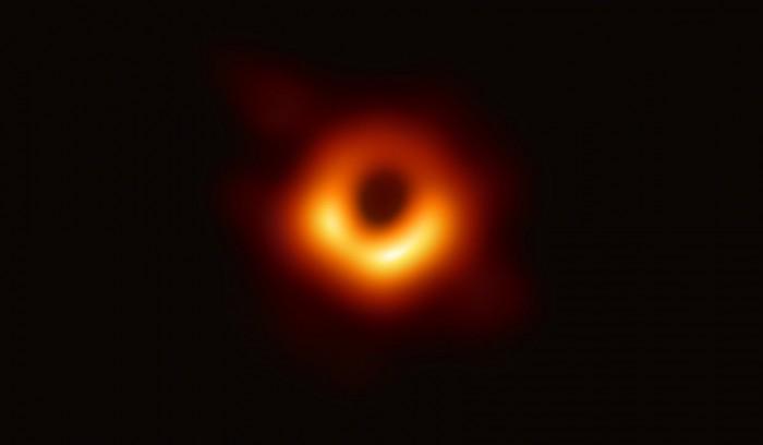 Das schwarze Loch im Zentrum der Galaxie Messier 87 (Bild: EHT)