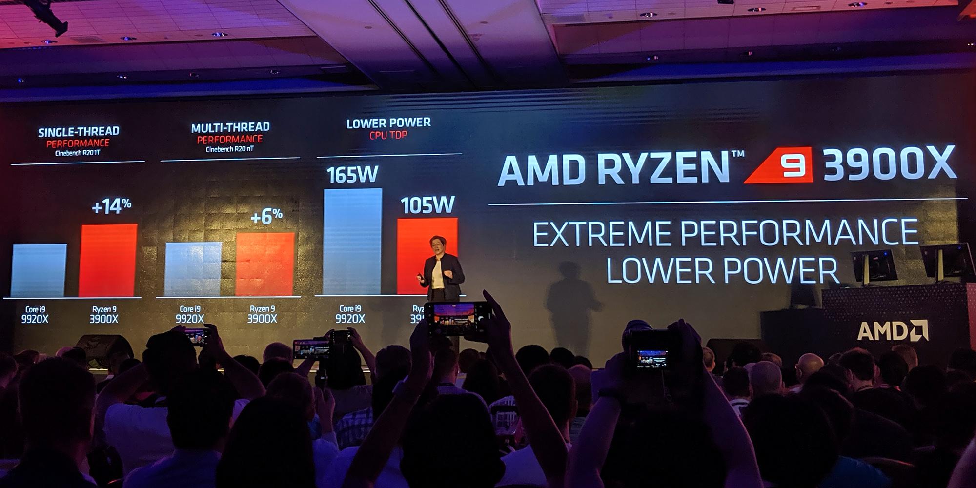 Matisse: AMDs 12-kerniger Ryzen 9 kostet 500 US-Dollar - Lisa Su stellt Matisse alias Ryzen 3000 vor. (Bild: Marc Sauter/Golem.de)