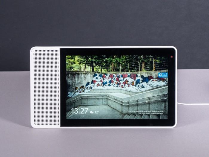 Smart Display zeigt bei Nichtnutzung eine Bildergalerie. (Bild: Martin Wolf/Golem.de)