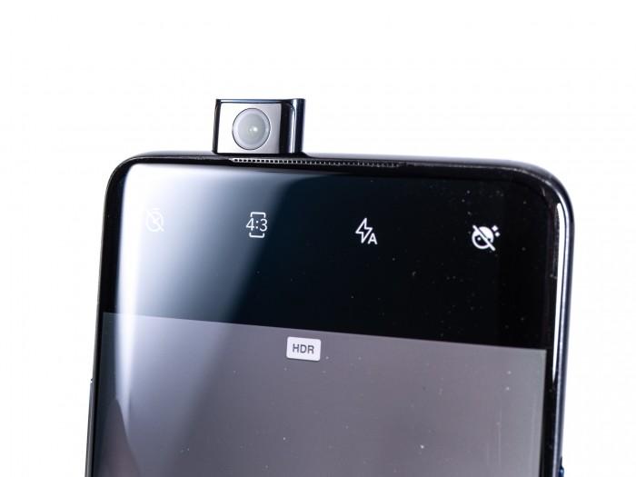 Die Frontkamera ist in einem ausfahrbaren Modul untergebracht. (Bild: Martin Wolf/Golem.de)