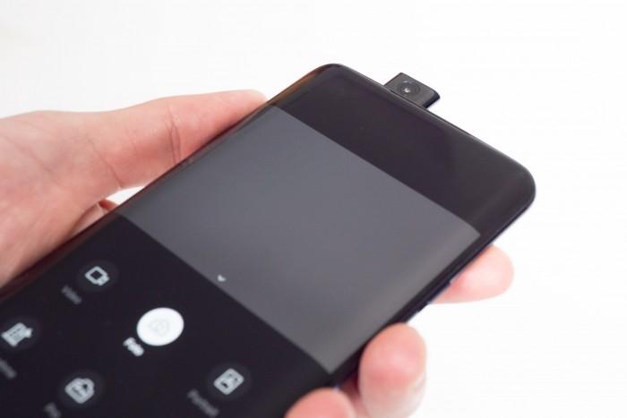 Das Oneplus 7 Pro hat eine ausfahrbare Kamera. (Bild: Heiko Raschke/Golem.de)