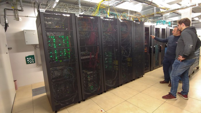 Die Serverschränke beinhalten Technik verschiedener Hersteller. (Bild: Martin Wolf/Golem.de)