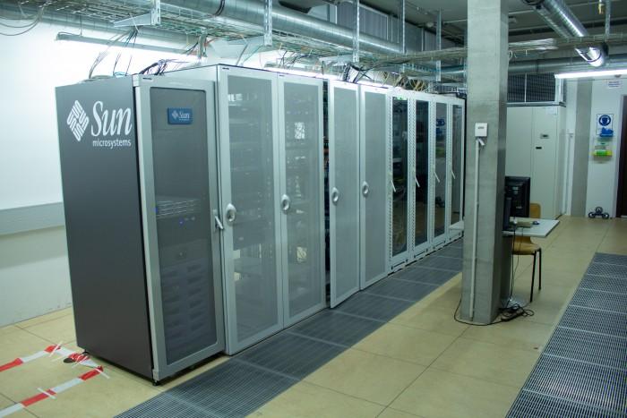 Serverschränke in Reih und Glied (Bild: Martin Wolf/Golem.de)