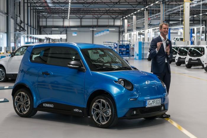 Gründer Günther Schuh erklärt das Auto. (Bild: Werner Pluta/Golem.de)