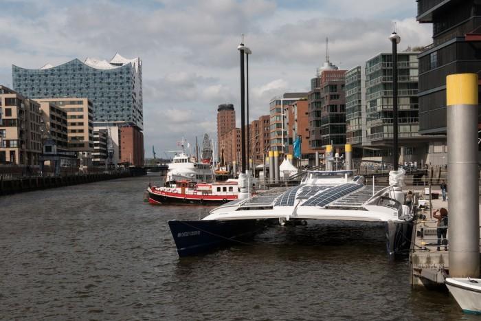 Der Katamaran Energy Observer hat bei seiner Tour um die Welt in Hamburg festgemacht. (Bild: Werner Pluta/Golem.de)