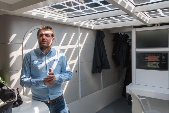 Kapitän Victorien Erussard erklärt das Projekt. (Bild: Werner Pluta/Golem.de)
