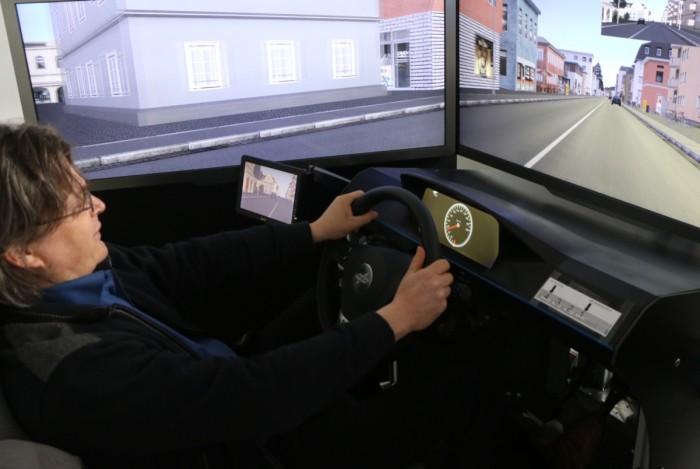 Mit der kooperativen Simulationsumgebung Mosaic beim DLR können mehrere Fahrer gleichzeitig herkömmliche Fahrassistenzsysteme testen. (Foto: Golem.de)
