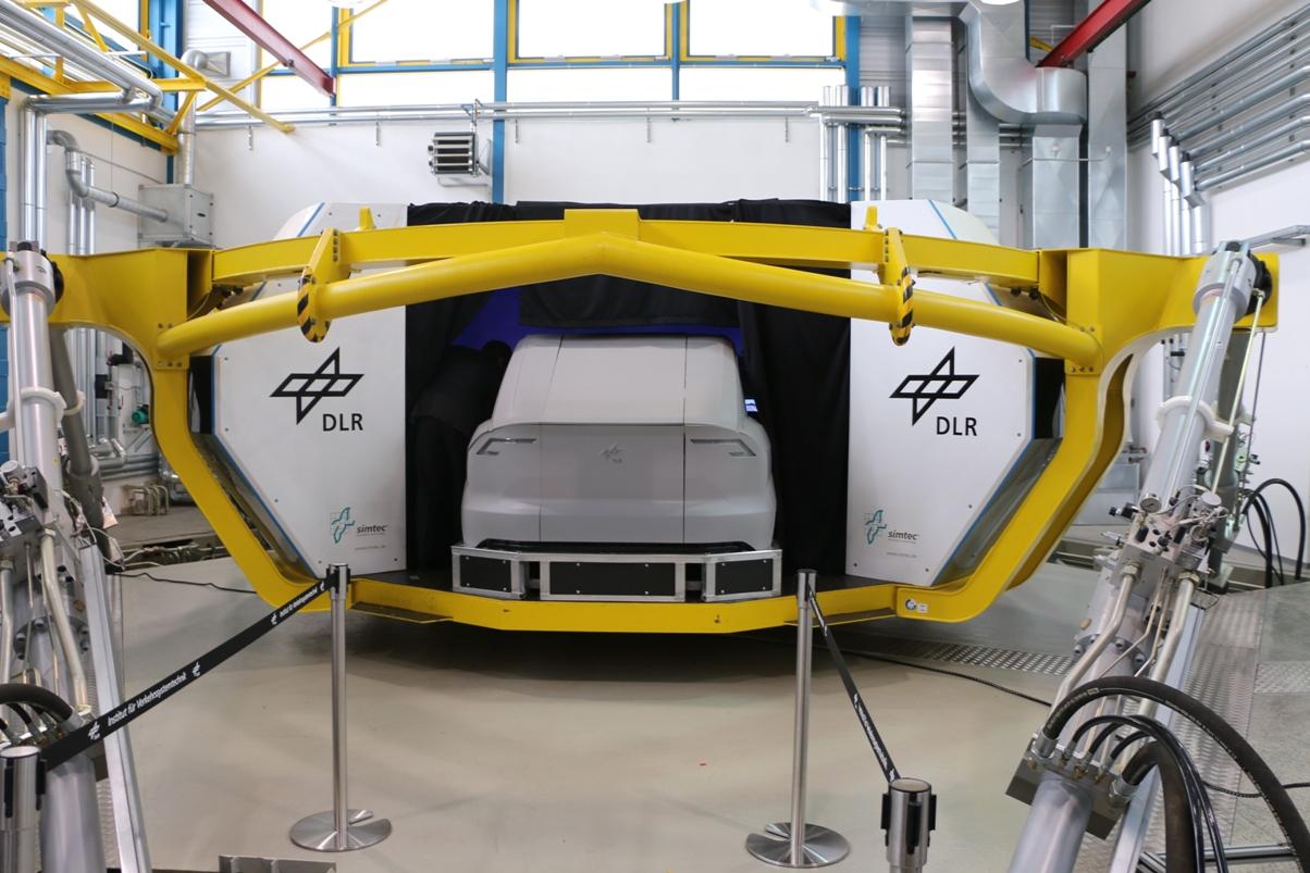 Zulassung autonomer Autos: Die längste Fahrprüfung des Universums - Ein echtes Fahrzeug wird dazu in eine virtuelle Umgebung versetzt. (Foto: Friedhelm Greis/Golem.de)