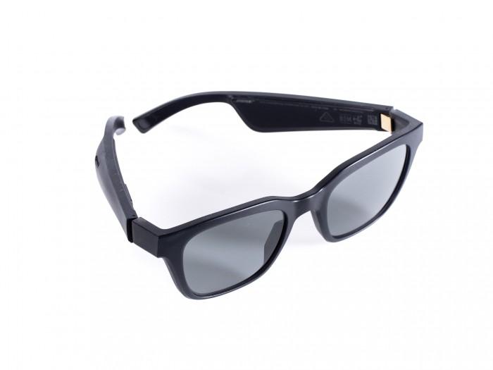 Die Bose Frames sieht auf den ersten Blick wie eine herkömmliche Sonnenbrille aus. (Bild: Martin Wolf/Golem.de)