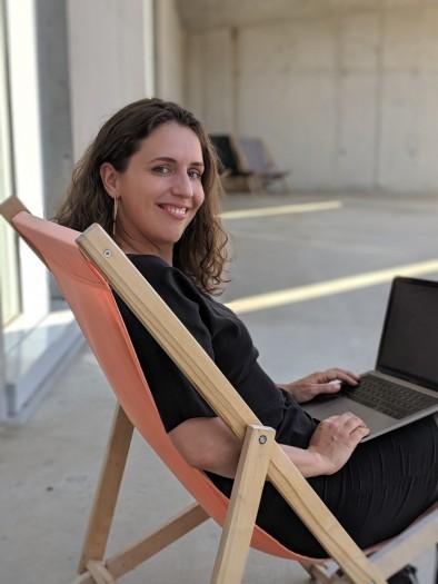 Die App-Entwicklerin und Geisteswissenschaftlerin Mira Jago nutzt die Grundlagen der Philosophie, um Apps zu entwickeln. (Foto: privat)