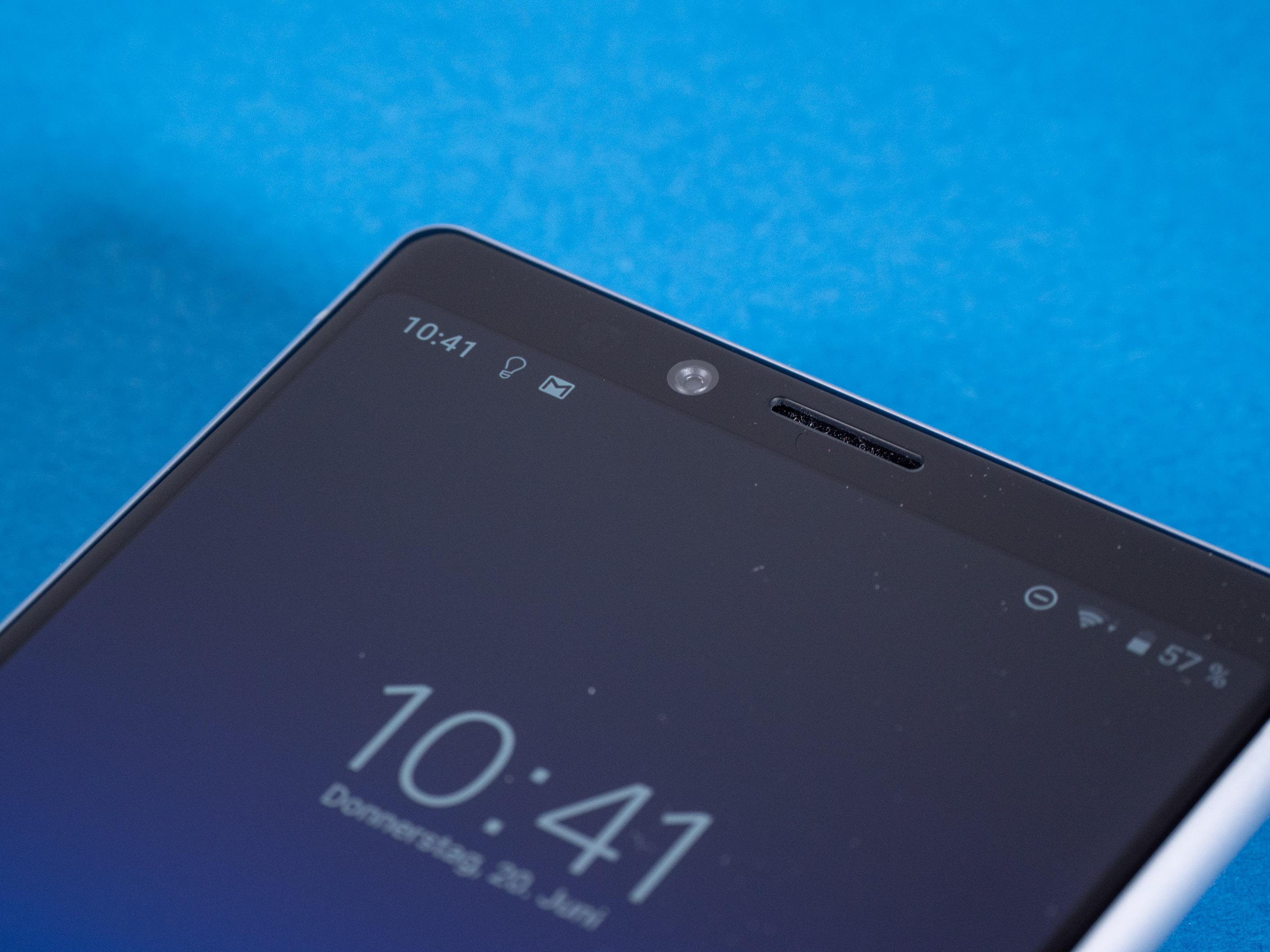 Xperia 1 im Test: Das Smartphone für Filmfans - Die Frontkamera ist traditionell oberhalb des Displays eingebaut. (Bild: Martin Wolf/Golem.de)