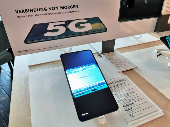 Das Mate 20 X 5G hat einen 7,2 Zoll großen Bildschirm. (Bild: Tobias Költzsch/Golem.de)