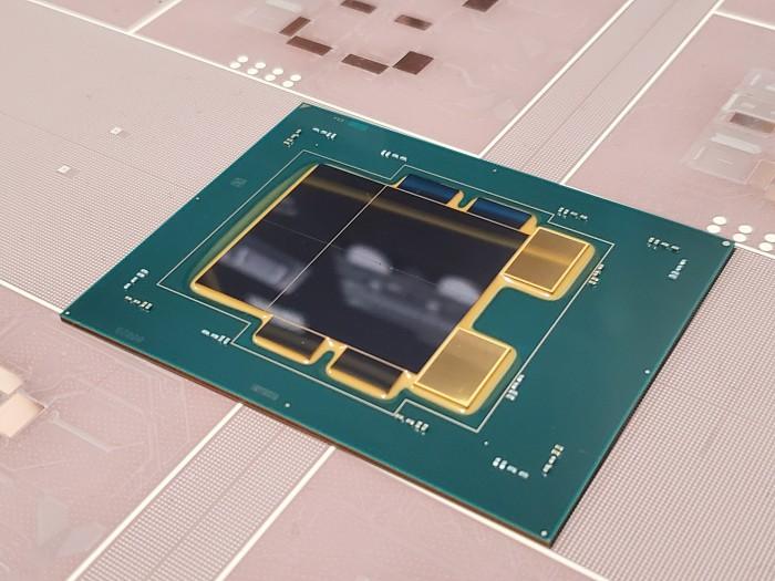 Intel-Package mit multiplen Dies (Bild: Anshel Sag)