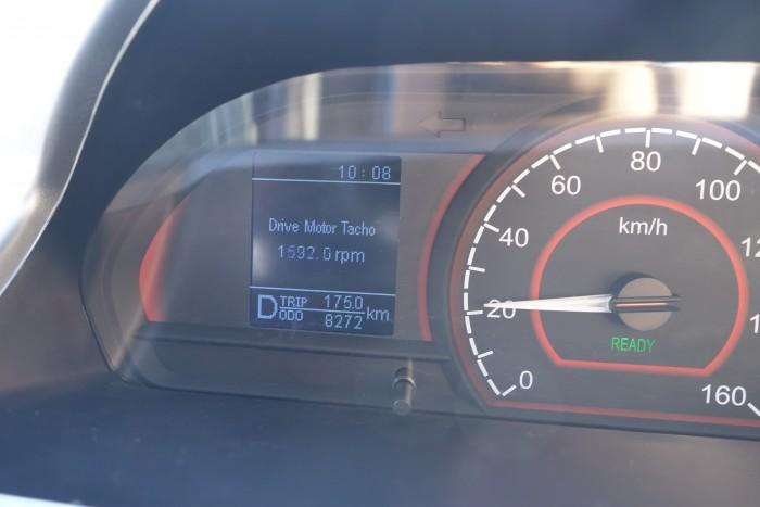 Ungewöhnlich für ein Elektroauto ist der Drehzahlmesser. (Foto: Heiko Raschke/Golem.de)
