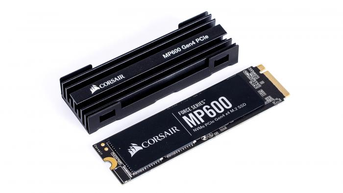 Die Corsair MP600 ist eine der ersten PCIe-Gen4-SSDs. (Bild: Marc Sauter/Golem.de)