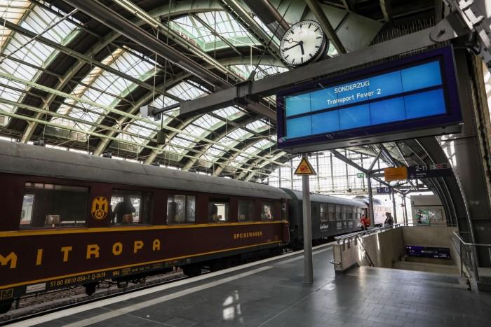 Sonderzug in der Dauerschleife: Urban Games hat sein Transport Fever 2 bei einer Bahnfahrt um Berlin präsentiert.  (Foto: Achim Fehrenbach)