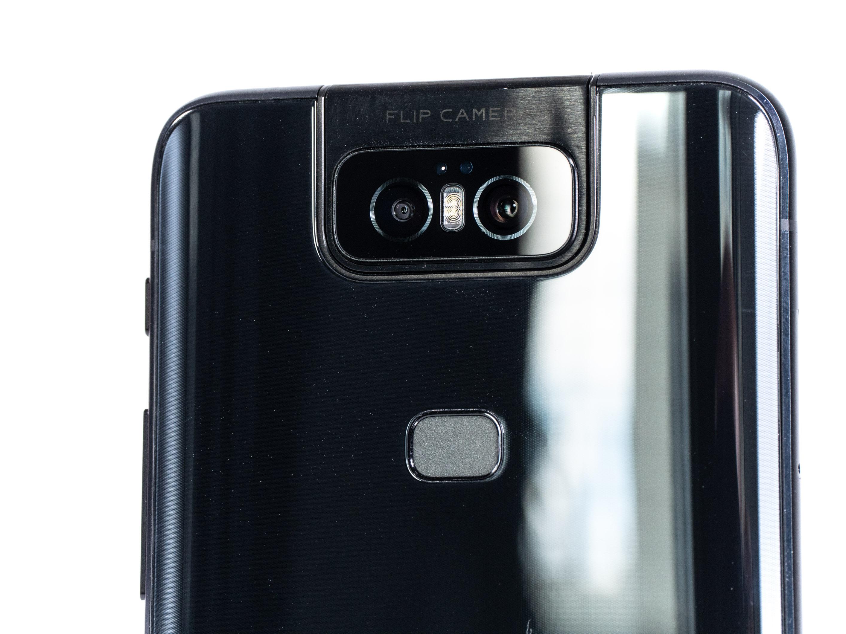 Zenfone 6 im Test: Asus' Ansage an die Smartphone-Konkurrenz - Die Kamera besteht aus zwei Objektiven: einem Weitwinkel- und einem Superweitwinkelobjektiv. (Bild: Martin Wolf/Golem.de)