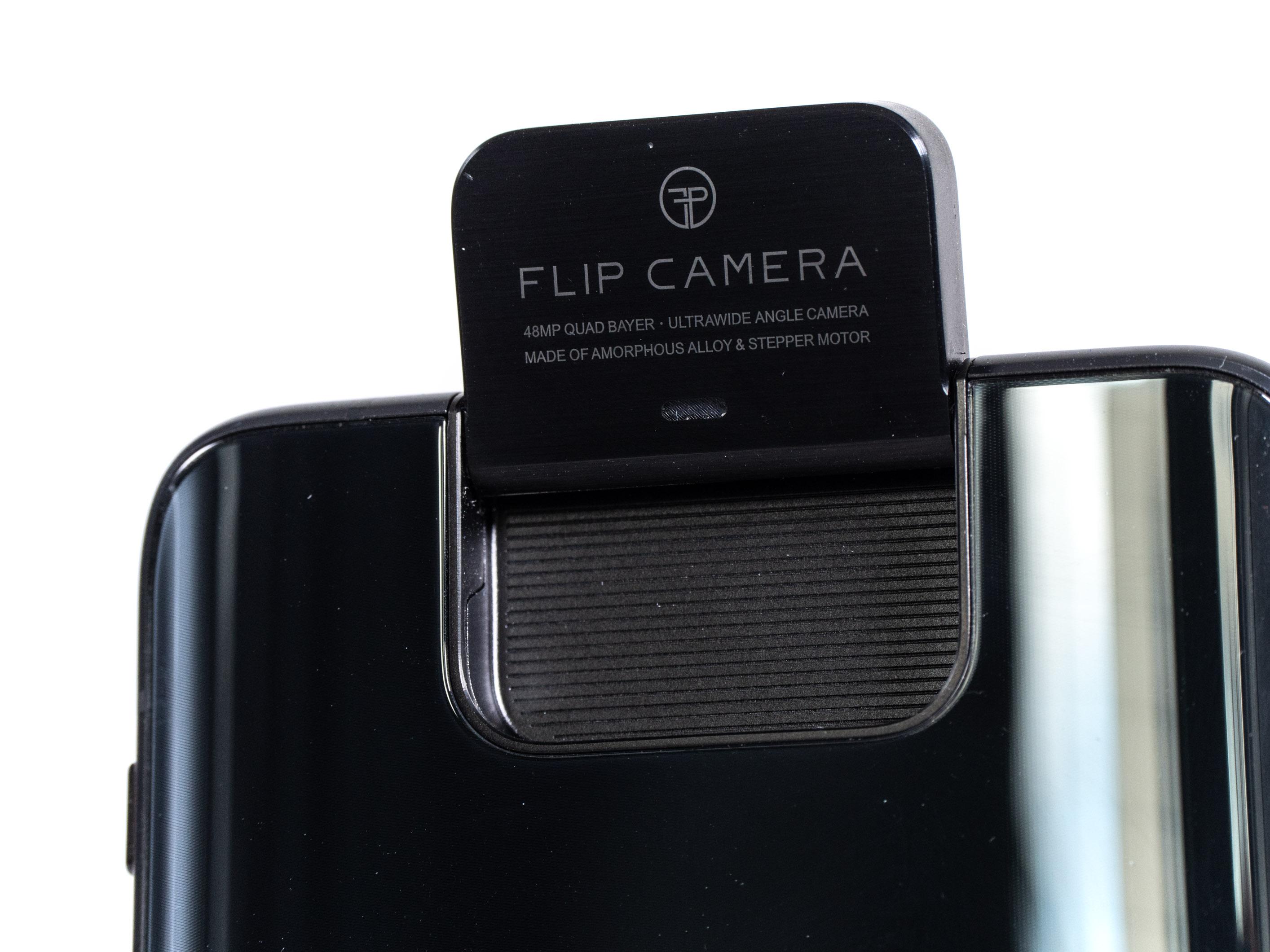 Zenfone 6 im Test: Asus' Ansage an die Smartphone-Konkurrenz - Das Kameramodul wirkt auf uns stabil. (Bild: Martin Wolf/Golem.de)