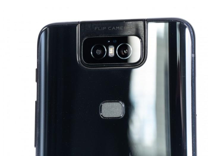 Die Kamera besteht aus zwei Objektiven: einem Weitwinkel- und einem Superweitwinkelobjektiv. (Bild: Martin Wolf/Golem.de)