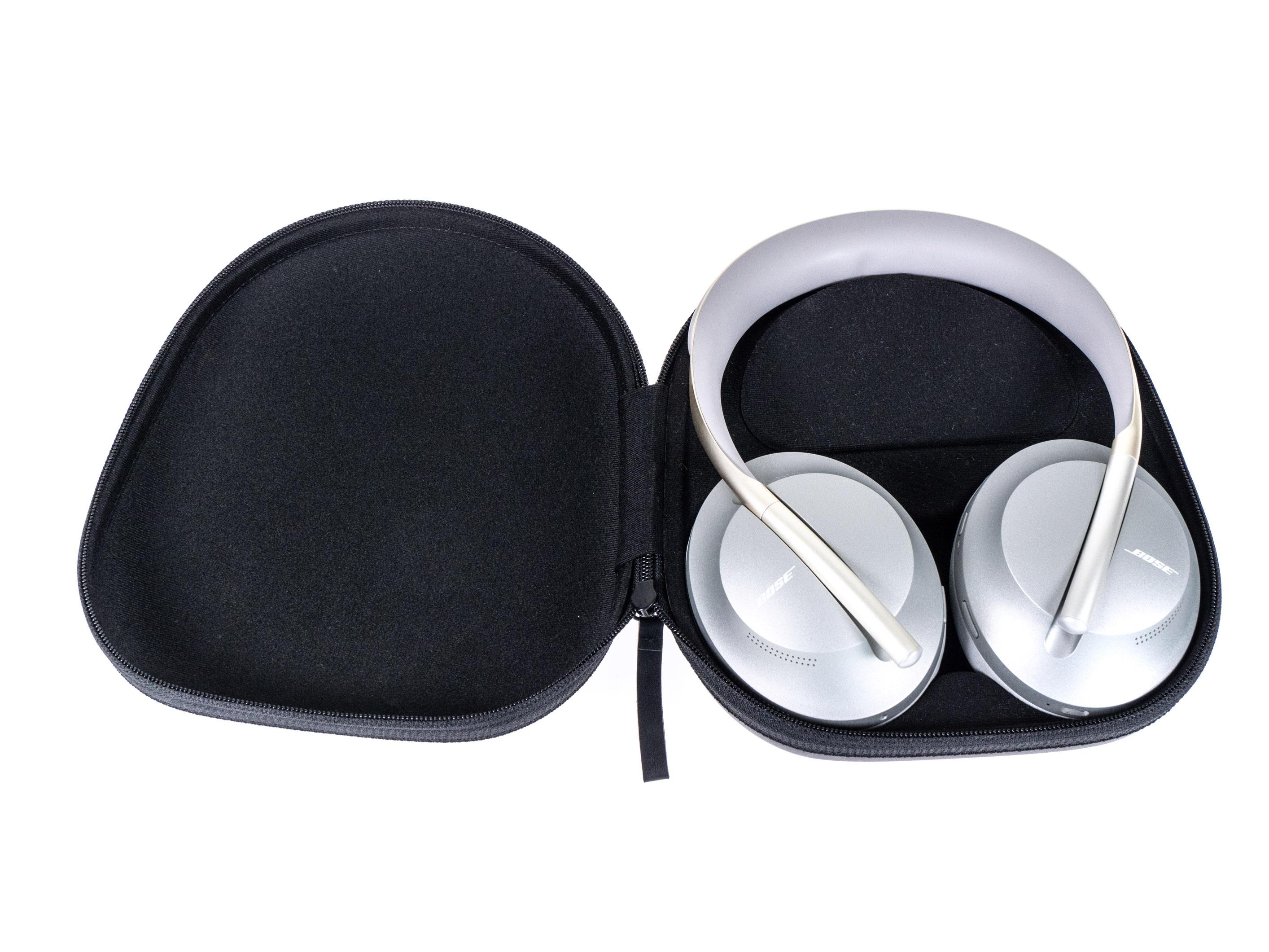 Noise Cancelling Headphones 700 im Test: Boses bester ANC-Kopfhörer sticht Sony vielfach aus - Boses Noise Cancelling Headphones 700 in der Transporttasche (Bild: Martin Wolf/Golem.de)