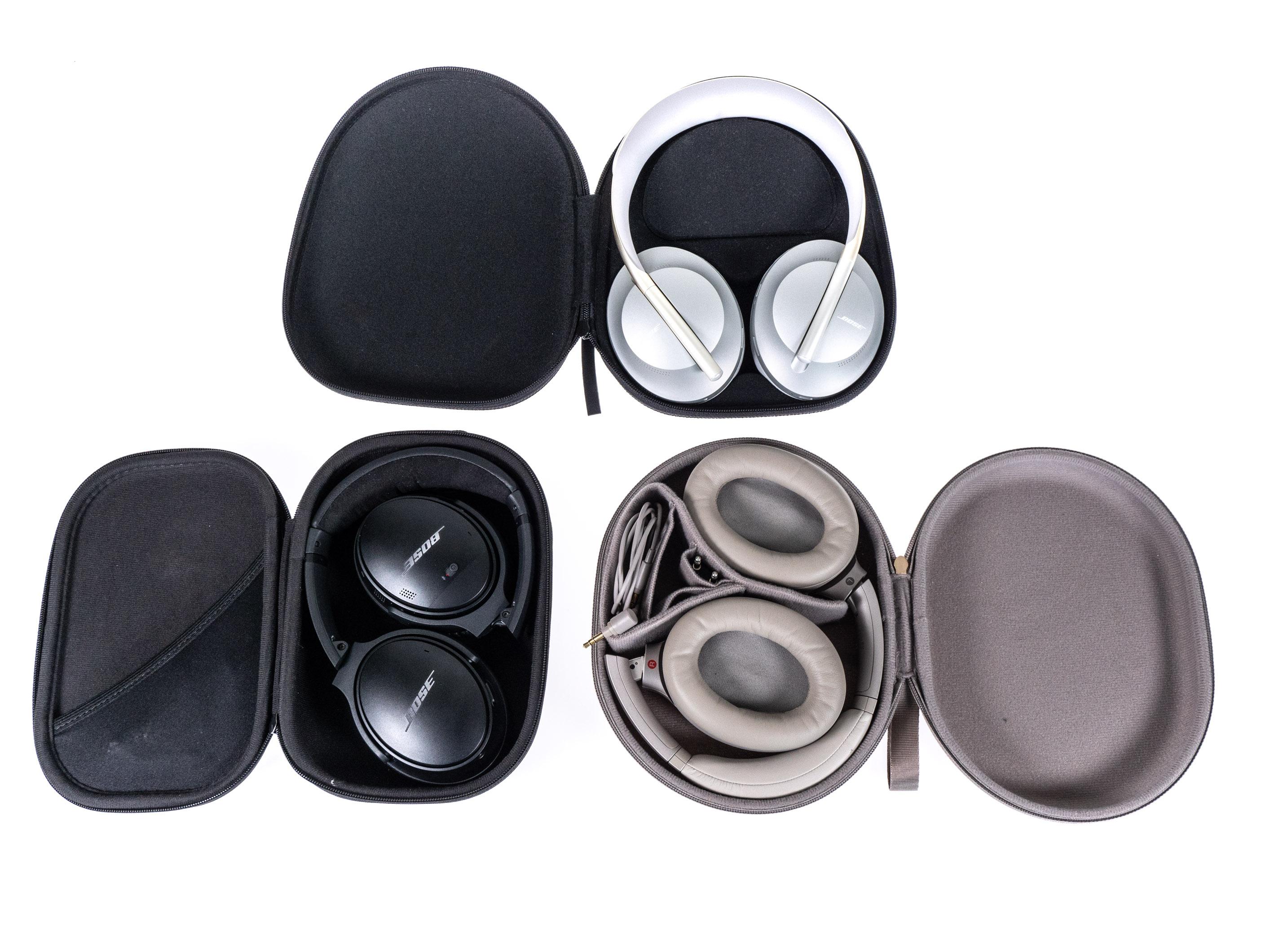 Noise Cancelling Headphones 700 im Test: Boses bester ANC-Kopfhörer sticht Sony vielfach aus - Oben Noise Cancelling Headphones 700, links unten Boses Quiet Comfort 35 II und rechts daneben Sonys WH-1000XM3 - jeweils in der Transporttasche (Bild: Martin Wolf/Golem.de)