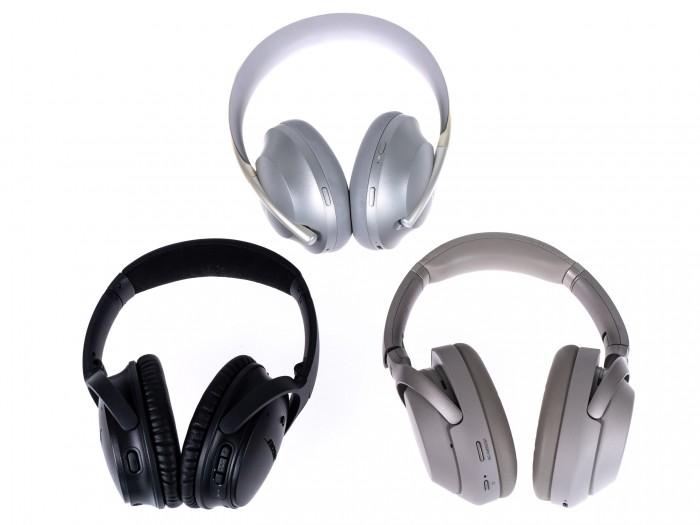 Oben Noise Cancelling Headphones 700, links unten Boses Quiet Comfort 35 II und rechts daneben Sonys WH-1000XM3 (Bild: Martin Wolf/Golem.de)