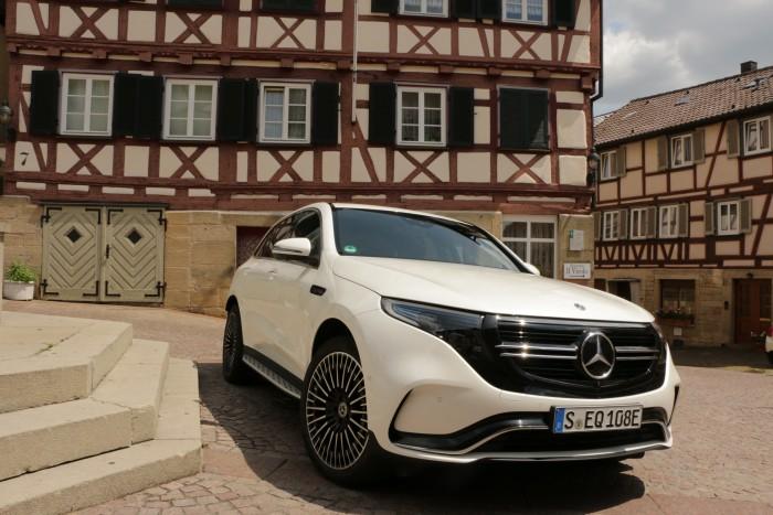 Der neue Mercedes EQC soll Ende 2019 an die ersten Kunden ausgeliefert werden. (Foto: Friedhelm Greis/Golem.de)