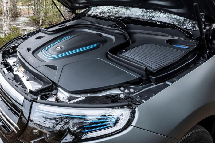 Unter der Motorhaube gibt es jedoch keinen Stauraum. (Foto: Daimler AG)