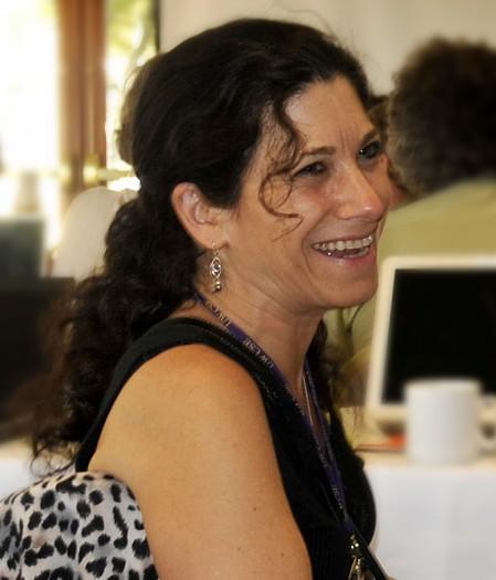 Deborah Estrin, Tochter einer bekannten Informatikerin, ist heute selbst eine renommierte Computerwissenschaftlerin. (Bild: Scientist-100 auf Wikimedia Commons/Public domain, Link:  https://commons.wikimedia.org/wiki/File:Deborah_Estrin.jpg)