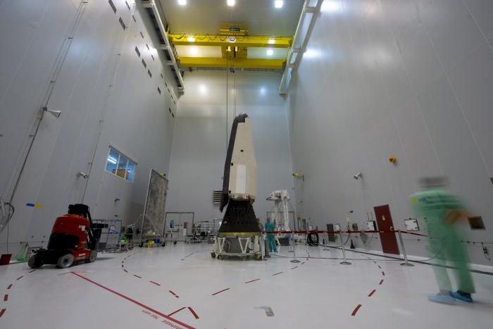 Der IXV-Experimentalgleiter ist der direkte Vorläufer des Space Rider. Hier wird er auf seinem Transportadapter für die Trägerrakete montiert. (Bild: Esa)