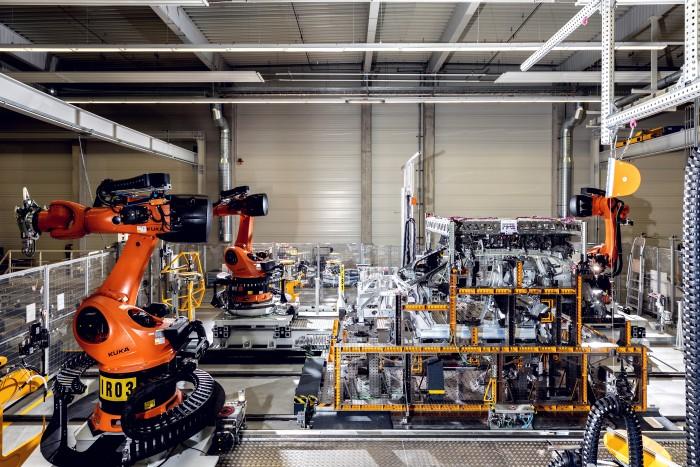 Teile der Karosserie werden mit dem ROTAV-Verfahren (Rotationsverbinder) zusammengefügt. (Bild: BMW)