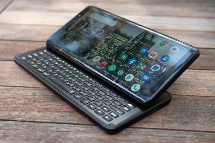Das Pro 1 von FX Tec ist ein Android-Smartphone mit ausfahrbarer Tastatur. (Bild: Heiko Raschke/Golem.de)