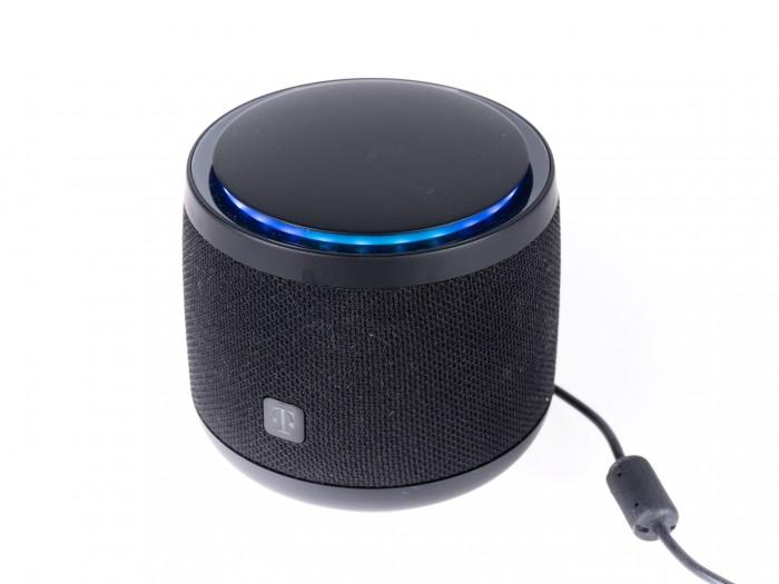 Der Leuchtring erstrahlt blau, wenn Alexa aktiv ist. (Bild: Martin Wolf/Golem.de)