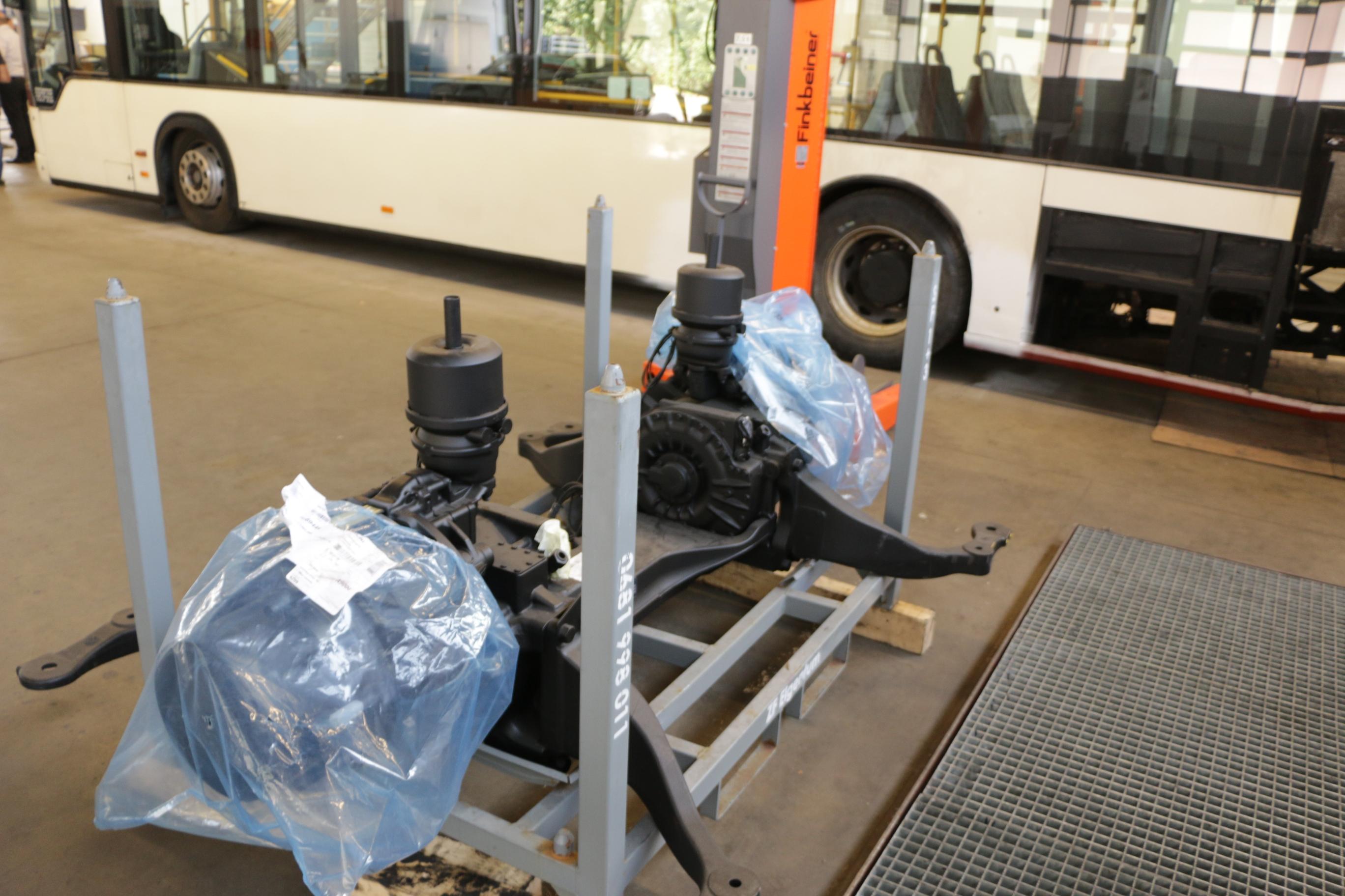 E-Trofit: Der Elektrobus, der sich für einen Diesel hält - Die elektrische Antriebsachse stammt vom Zulieferer ZF. (Foto: Friedhelm Greis)