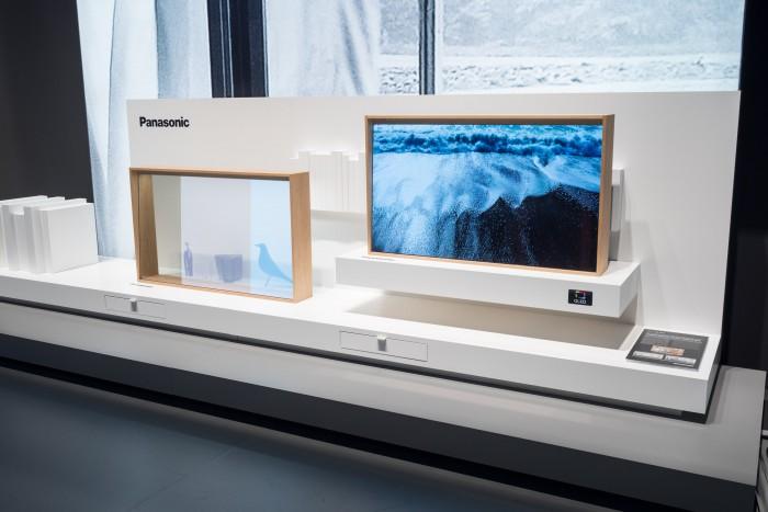 Transparenter OLED-TV von Panasonic (Bild: Martin Wolf/Golem.de)