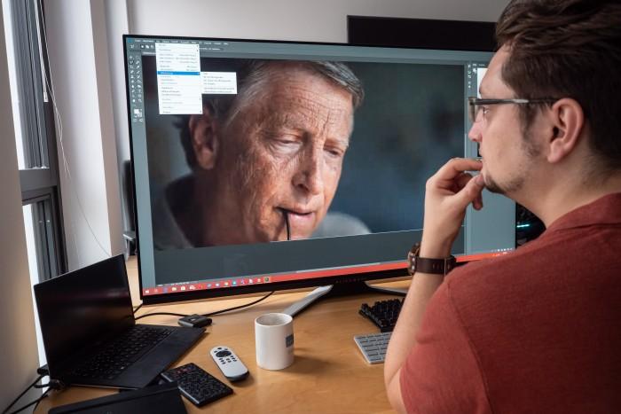 Photoshop macht mit einem so großen Panel mehr Spaß. (Bild: Martin Wolf/Golem.de)